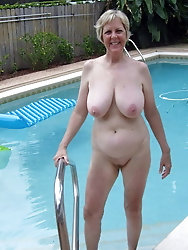 Mature Granny Outdoor Full Naked -1