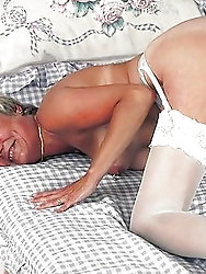 Spicy older milf likes oral sex so much