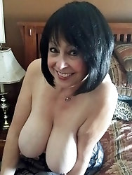 Fatty mature cougar seems exposed