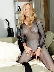 Granny Robin In Crotchless utter body tights