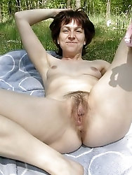 Older slut having wet hole